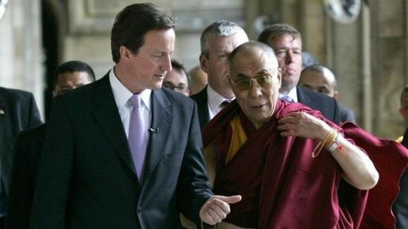 David Cameron durante su encuentro con el Dalai Lama.