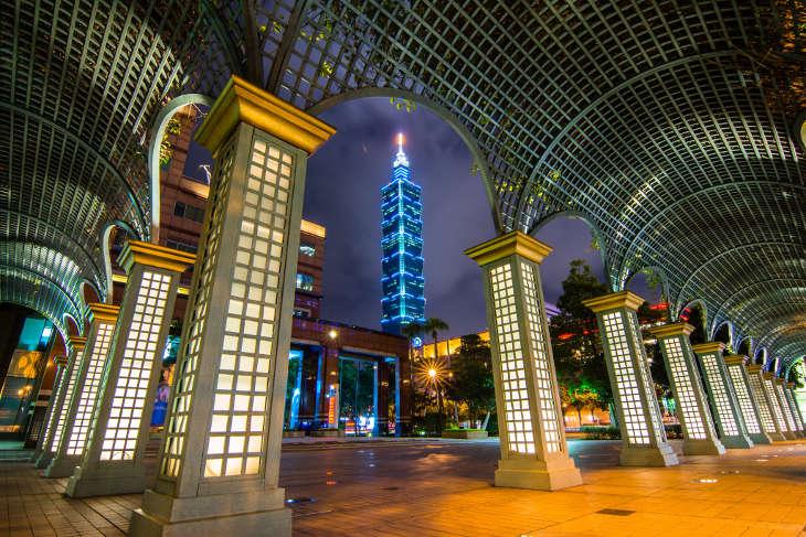 Ежегодных новогодних фейерверков на башне «Тайбэй 101» не будет