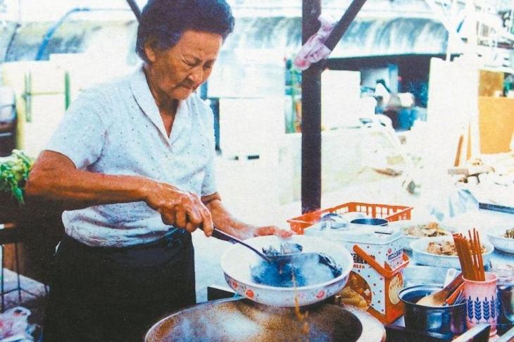 Чжуанчжу раскладывала самостоятельно приготовленные вкусные блюда