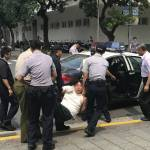 Мужчина с самурайским мечом напал на президентскую охрану