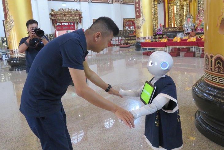 Робот расскажет верующим в храмах, как занять денег