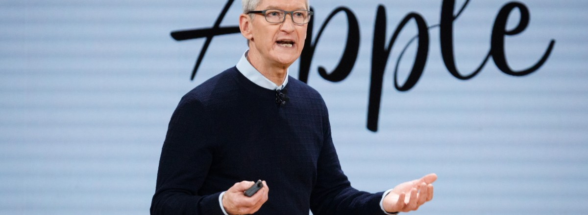 Apple CEO Supports End to Green Card Limits Based on Country Size