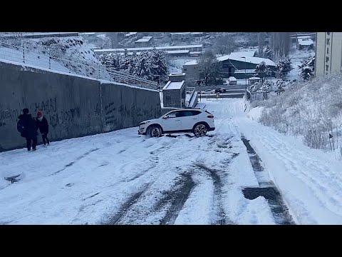 Kωνσταντινούπολη: Προβλήματα στις μετακινήσεις λόγω χιονιού …