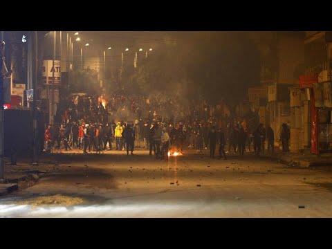 Τυνησία: Ολονύκτιες ταραχές σε πέντε πόλεις