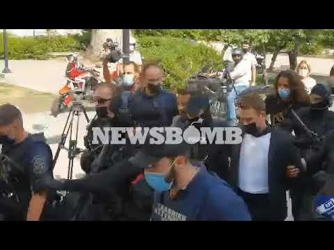 newsbomb.gr: Έγκλημα στα Γλυκά Νερά – Η άφιξη του Μπάμπη Αναγνωστόπουλου στα δικαστήρια