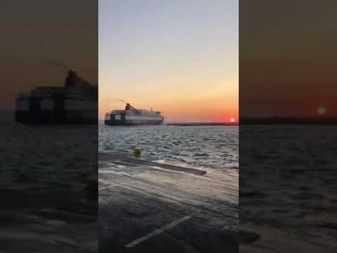 """Νάξος: Το """"Αριάδνη"""" προσπαθεί να δέσει στο λιμάνι"""