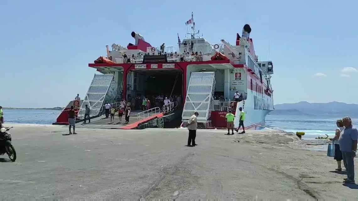 """Νάξος: Το """"Santorini Palace"""" σε επίσκεψη στο λιμάνι μας"""