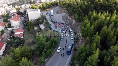LamiaReport.gr: Μπλόκο της αστυνομίας σε οπαδούς του Ολυμπιακού