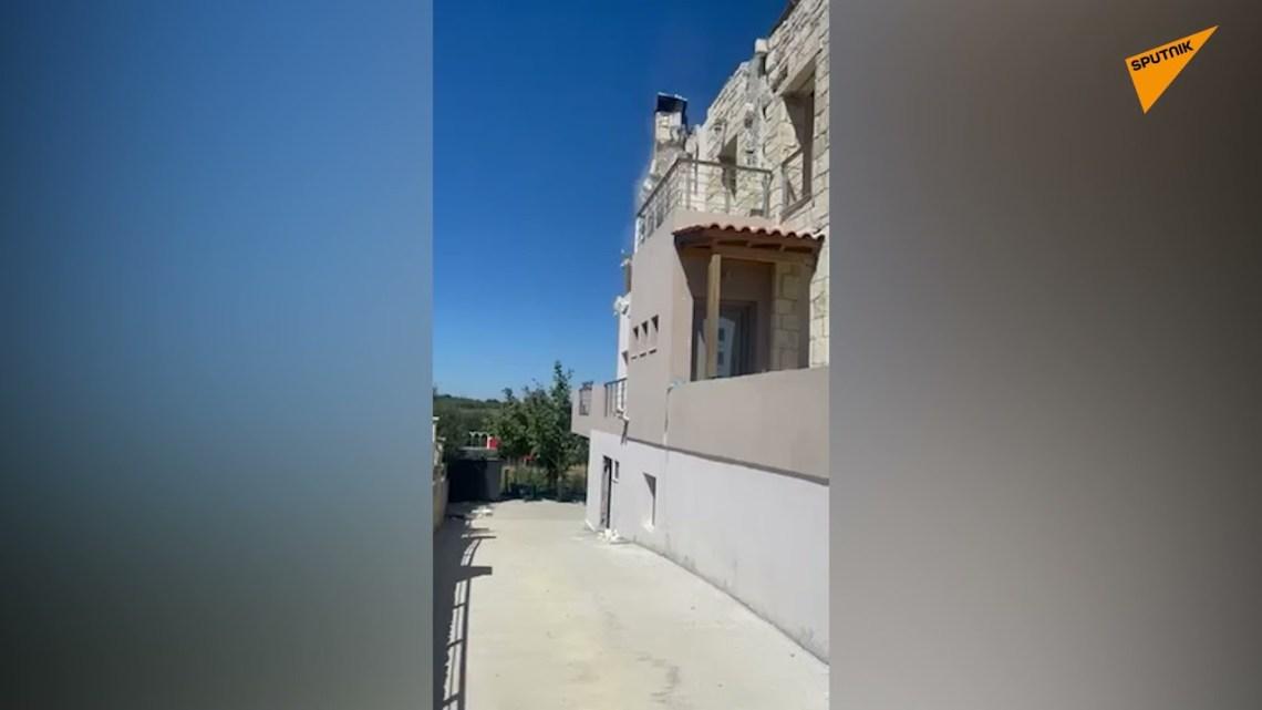 Σεισμός στην Κρήτη: Η στιγμή που τμήμα σπιτιού καταρρέει