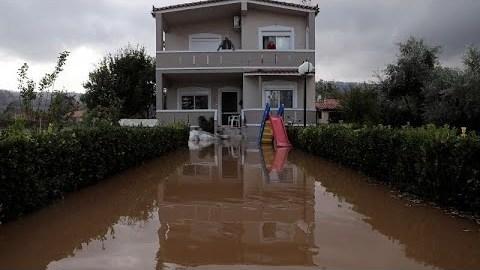 Ελλάδα: Σοβαρές καταστροφές από την κακοκαιρία «Αθηνά» – Πού θα «χτυπήσει» την Δευτέρα…
