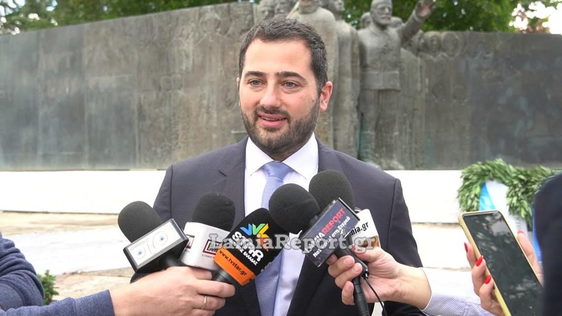 LamiaReport.gr: Κατάθεση στεφάνων στο Μνημείο Εθνικής Αντίστασης
