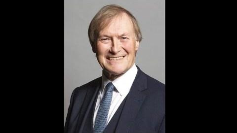 Βρετανία: Νεκρός βουλευτής των Συντηρητικών – Δέχτηκε επίθεση με μαχαίρι
