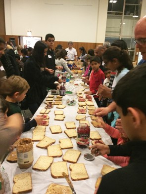 Around 115 people from the Jewish and Muslim communities came together to make sandwiches for a Christian charity program in the East Garfield Park community. (Nausheen Akhter/Muslim Leadership Academy)