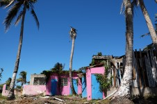 An empty but vibrant building shows the damage found across Loíza-Piñones. Elizabeth Beyer/Medill Reports
