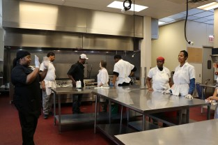 Chef Samara Hightower is giving first-day students instructions on cleaning. (Lily Qi/Medill)