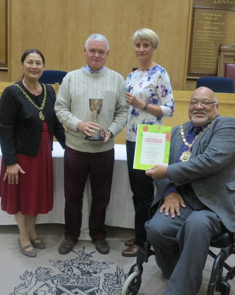 Winners of the challenge trophy (best in Merton), Mr and Mrs Prior