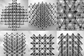 Los ensamblajes del material compuesto celular se ven desde diferentes perspectivas, mostrando el & # 34; cuboct & # 34; estructura de celosía, hecha de muchas piezas planas idénticas en forma de cruz.