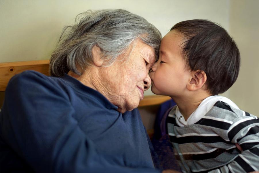 Abuela con nieto