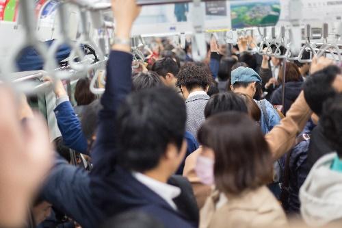 毎日の満員電車がつらい - ビジネス書に訊け!(49) | マイナビニュース