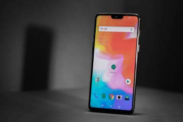 The OnePlus 6 lacks wireless charging, here's why