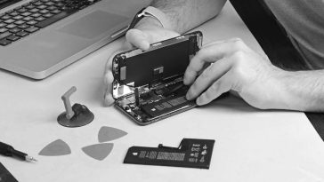 Apple now supports repairing your phones at third-party stores