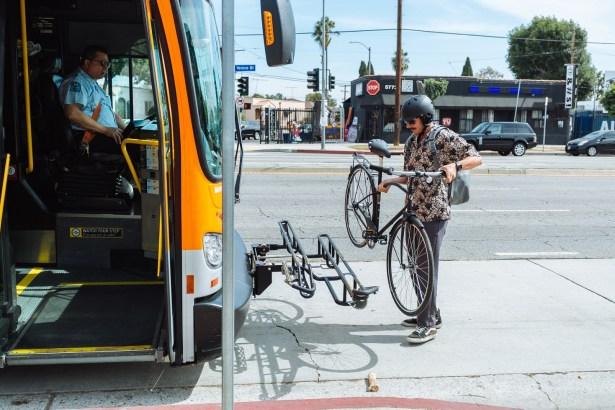 OT3830-Chips-Kroo-Commuter-Bikeloading-Bus-Lifestyle-5 (1)