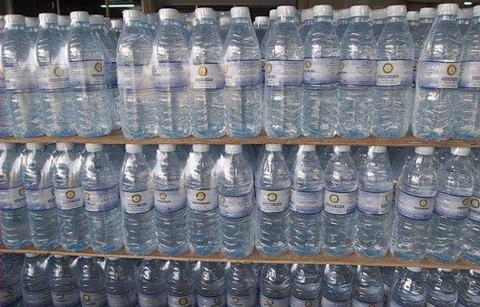 โรตารีภูเก็ตปล่อยขบวนน้ำดื่มช่วยผู้ประสบภัย