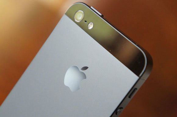 ไอโฟน 5S (iPhone 5S) เริ่มกระบวนการผลิตเดือนมีนาคม เปิดตัว มิถุนายน – กรกฏาคม