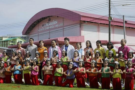 ร.ร. อบจ.บ้านตลาดเหนือ (วันครู2502) จัดแข่งขันกีฬาสีภายใน ต้านภัยยาเสพติด ประจำปี 2558