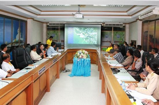 เทศบาลตำบลฉลองประชุมเตรียมความพร้อมในการแก้ปัญหาและอุปสรรคก่อนก่อสร้างอุโมงค์ห้าแยกฉลอง