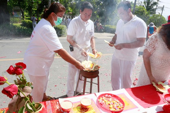 เทศบาลตำบลฉลองร่วมสนับสนุนเทศกาลกินผักในพื้นที่พบปีนี้คึกคักไม่แพ้ปีที่ผ่านมา