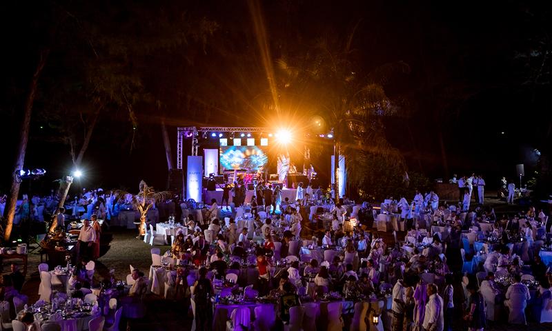 เจดับเบิ้ลยู แมริออท ภูเก็ต รีสอร์ท แอนด์ สปา ส่งท้ายปีเก่า ต้อนรับปีใหม่  ปาร์ตี้สีขาว เคาน์ดาวน์ริมหาดไม้ขาว