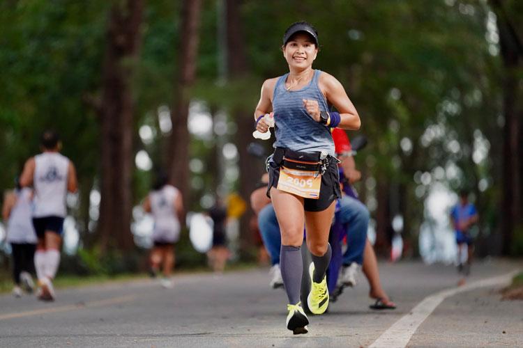 """นักวิ่งกว่า 8,000 คนร่วม """"วิ่งมาราธอนซูเปอร์สปอร์ต ลากูน่า ภูเก็ต"""""""