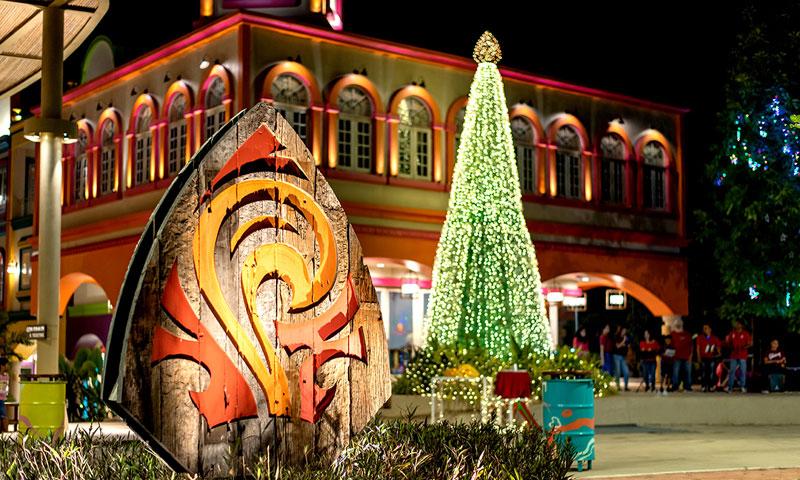 พิธีเปิดไฟต้นคริสต์มาสจากวัสดุรีไซเคิล ที่บลูทรี ภูเก็ต
