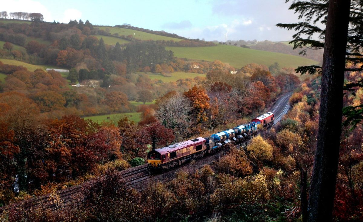 Leaf-busting machines ready to tackle autumn season on the railway