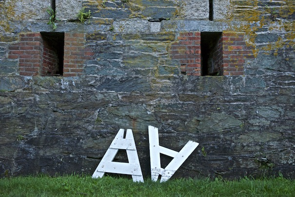 Letters on the wall of Fort Adams; Photo: Gavin Paul