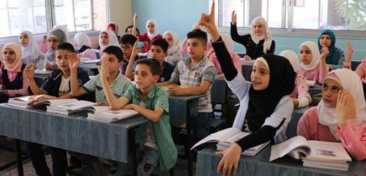 Unterricht in einer wiederaufgebauten Schule in Syrien