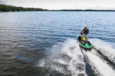 Schulze Innovation Scholar Dylan Dierking founded Foodski, a jet ski food delivery business based in White Bear Lake. Dierking takes orders for deliveries from customers ordering food from area restaurants and delivers them to homes and boats around the lake on his jet ski. Photos taken on July 22, 2020, in White Bear Lake. Dylan Dierking makes a delivery via Jet Ski.
