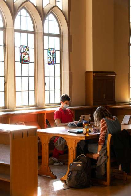 John Paul Bean (Psychology) and Katy Shimp (Spanish and Catholic Studies) study in the O'Shaughnessy-Frey Library Center. Mark Brown/University of St. Thomas
