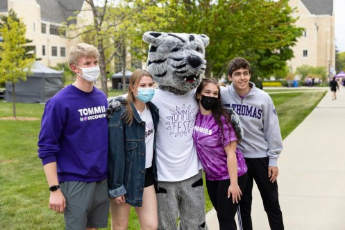 Students pose for a photo with Tommie during Tommie Fest. Mark Brown/University of St. Thomas