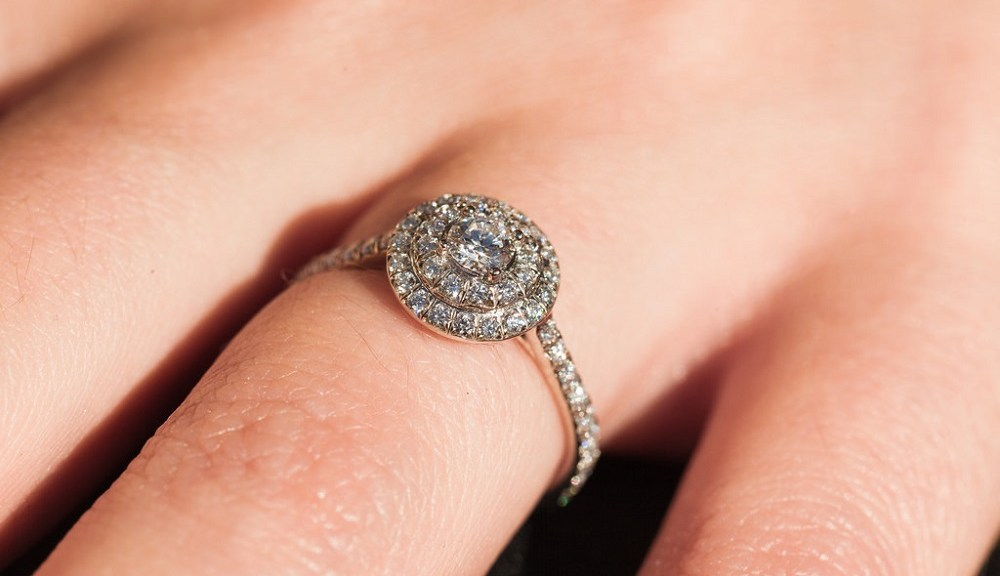 6 Best Ways to Get a Bigger Engagement Ring