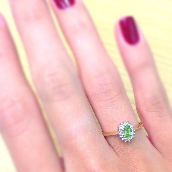 5 Brilliant August Birthday Gift Ideas - Peridot gem, Augusts birthstone