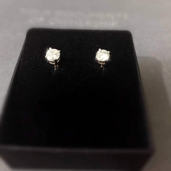 5 Brilliant August Birthday Gift Ideas - Diamond stud earrings