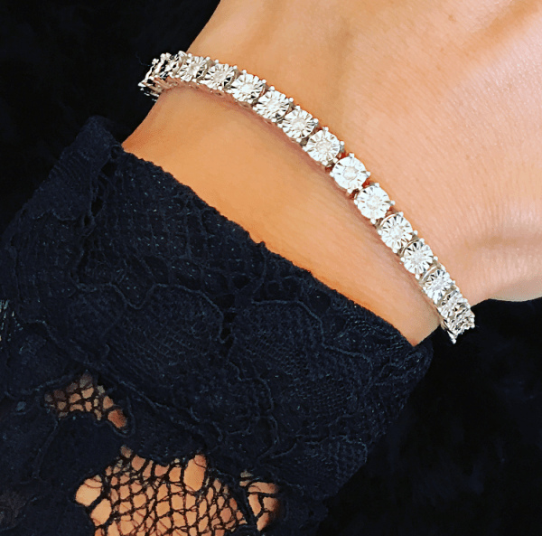 5 Brilliant August Birthday Gift Ideas - Diamond braceletes