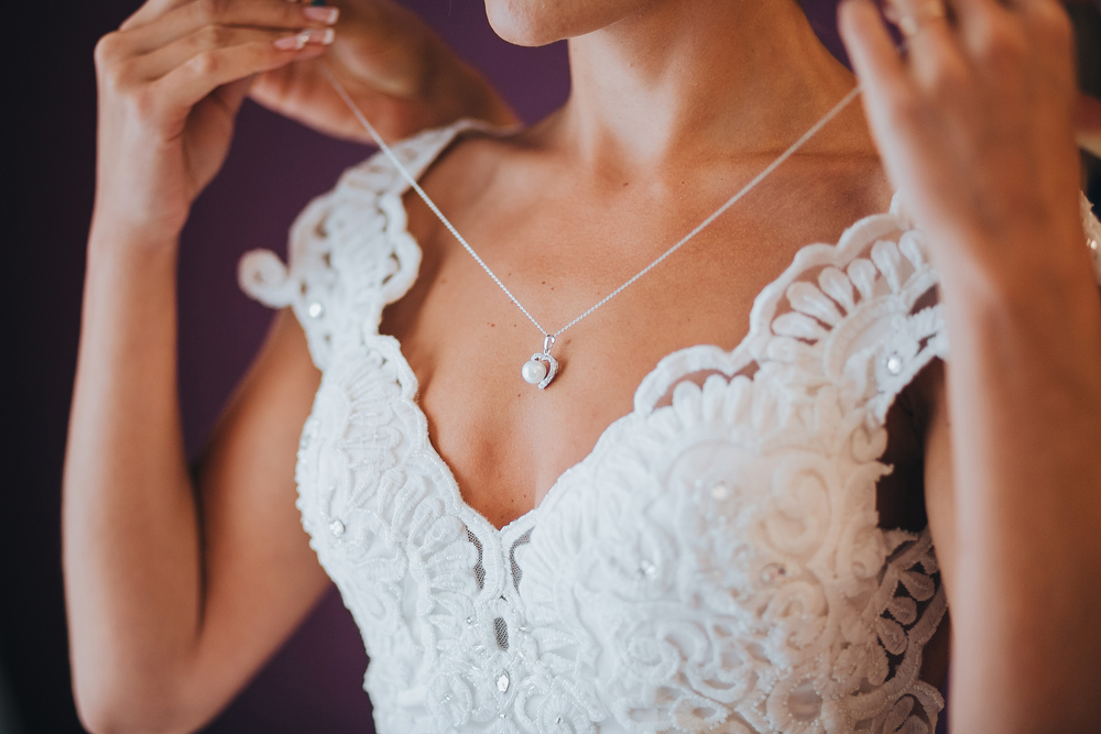 What Jewellery Suits My Wedding Dress? 4 Styles to Match Your Neckline