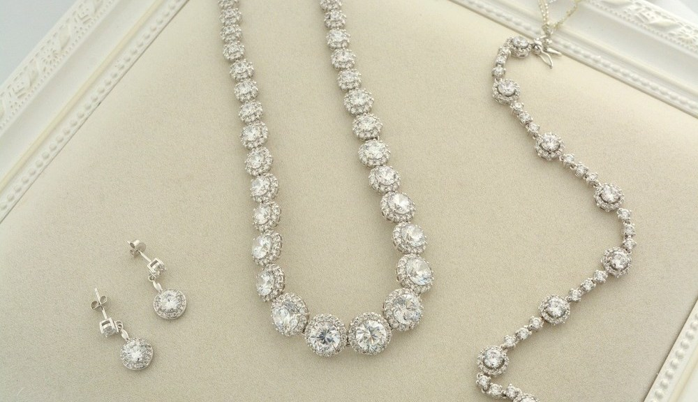 Bridgerton Jewellery Looks