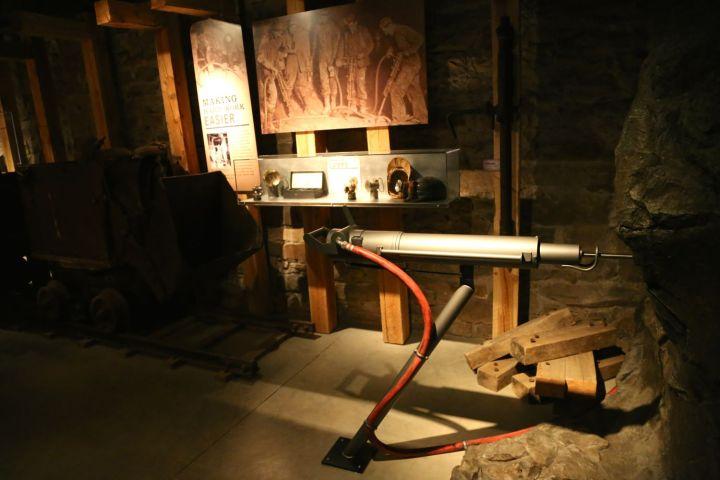 Interactive drilling display