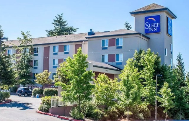 Seattle, Che Investments LLC, Lala Salama Hospitality Inc, Kidder Mathews, Junson Capital, Barings, SeaTac, King County, Pierce