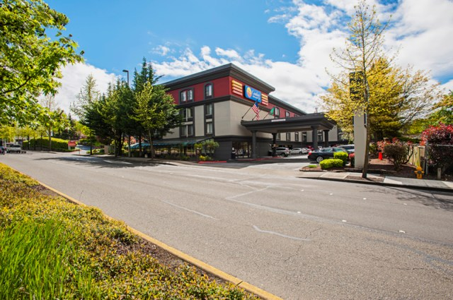 Seattle, Seattle-Tacoma International Airport, Comfort Inn & Suites SeaTac, King County, BHGAH Seatac, Seastar Hotel Investment, Bellevue, Hilton, Holiday Inn, Che Investments, Kidder Mathews