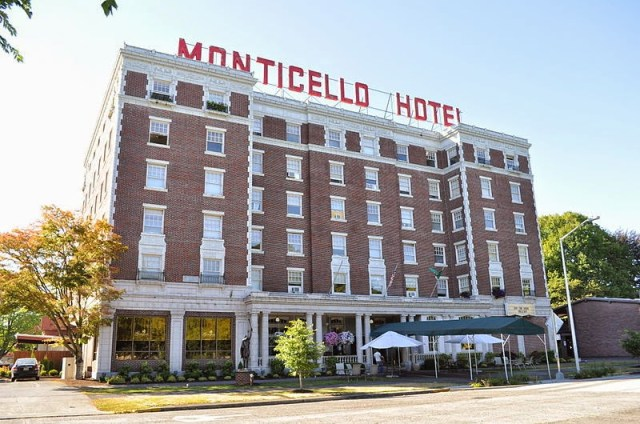 Marcus & Millichap, Longview, Monticello Hotel